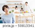 親子 料理 食卓 ファミリーイメージ 50813341