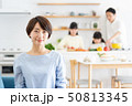 親子 料理 食卓 ファミリーイメージ 50813345