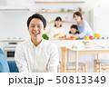 親子 料理 食卓 ファミリーイメージ 50813349