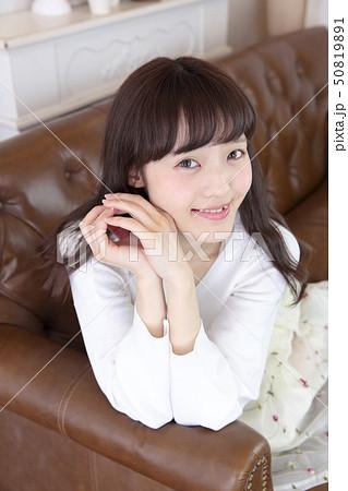 若い女性 ヘアスタイル 50819891