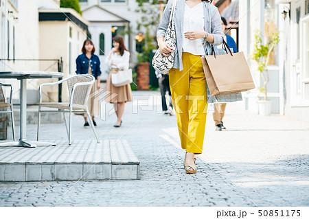 女性 主婦 ショッピング ライフスタイル 50851175