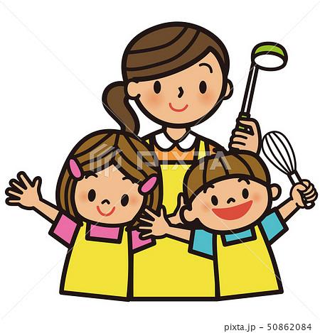 料理をする母と子供達 50862084