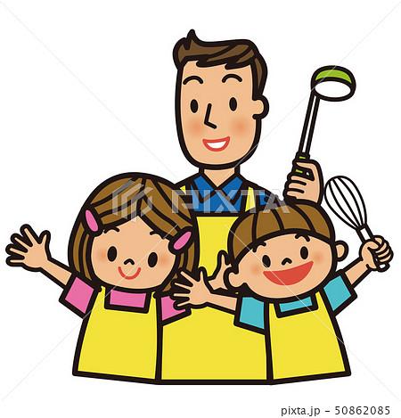 料理をする父と子供達 50862085