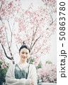 春 女性ポートレート 50863780