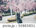 春 女性ポートレート 50863831