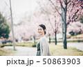 春 女性ポートレート 50863903