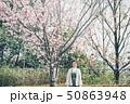 春 女性ポートレート 50863948