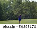 ゴルフ 女性 ゴルフ場の写真 50896178