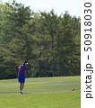 ゴルフ 女性 ゴルフ場の写真 50918030