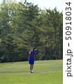 ゴルフ 女性 ゴルフ場の写真 50918034