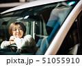 女性 車 自動車の写真 51055910