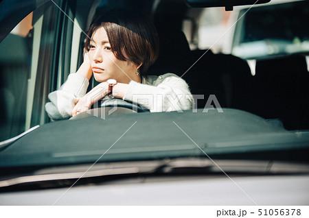 女性 車 ドライブ 考える 51056378