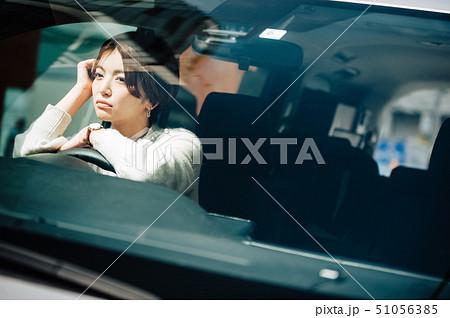 女性 車 ドライブ 考える 51056385