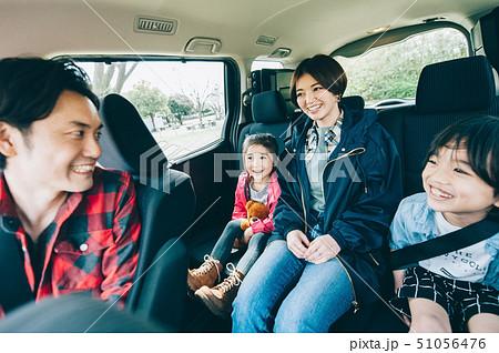 家族 車 ドライブ 51056476