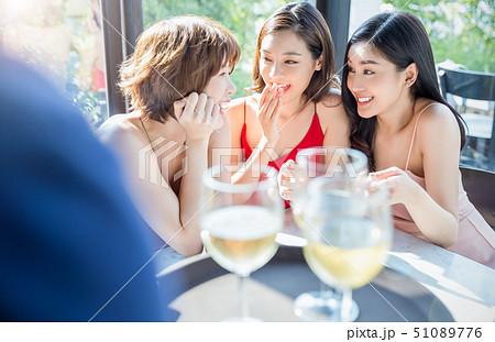女性 パーティー 51089776