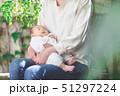 赤ちゃん 抱っこ 51297224