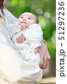 赤ちゃん 抱っこ 51297236