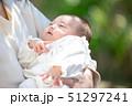 赤ちゃん 抱っこ 51297241