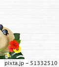 背景-海-夏-ビーチ-ウッドデッキ-モンステラ-プルメリア-ハイビスカス-麦わら帽子-サングラス 51332510