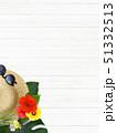 背景-海-夏-ビーチ-ウッドデッキ-モンステラ-プルメリア-ハイビスカス-麦わら帽子-サングラス 51332513