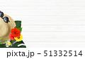 背景-海-夏-ビーチ-ウッドデッキ-モンステラ-プルメリア-ハイビスカス-麦わら帽子-サングラス 51332514