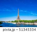 パリ エッフェル塔 セーヌ川の写真 51345334