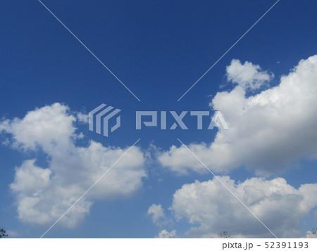 4月の青い空と白い雲 52391193