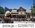 【原宿駅前 信号待ち】 52395735