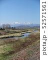 北海道の風景「富良野川と富良野の山々」北海道上富良野町() 52571561
