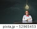 黒板 電球 アイディアの写真 52965453