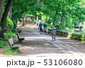 公園 ベンチ 道の写真 53106080