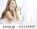 女性 口紅 塗るの写真 53142607
