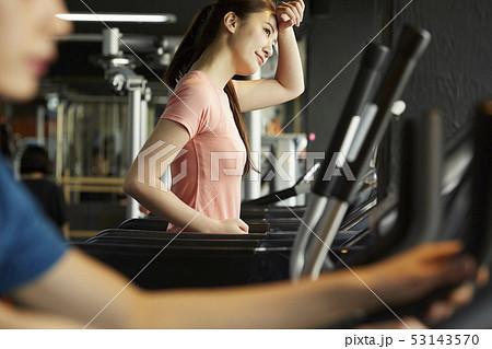 男女 スポーツウェア トレーニング 53143570