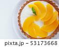 缶詰めの黄桃 53173668