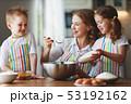 キッチン 台所 女の子の写真 53192162