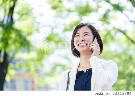 ビジネスウーマン  ビジネスイメージ  働く女性 53215794