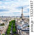凱旋門から眺めるエッフェル塔とパリ市内 53224937
