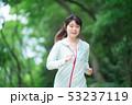 ランニング 女性 走るの写真 53237119