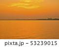 琵琶湖の朝焼け 53239015