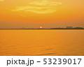 琵琶湖の朝焼け 53239017