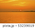 琵琶湖の朝焼け 53239019