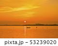 琵琶湖の朝焼け 53239020