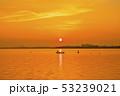 琵琶湖の朝焼け 53239021