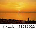 琵琶湖の朝焼け 53239022