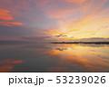 琵琶湖の朝焼け 53239026
