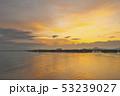 琵琶湖の朝焼け 53239027