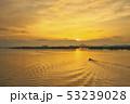 琵琶湖の朝焼け 53239028