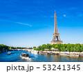 パリ エッフェル塔 セーヌ川の写真 53241345