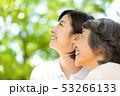 介護イメージ シニア女性と介護士 53266133