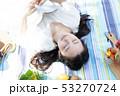 ピクニック 読書 昼寝 53270724